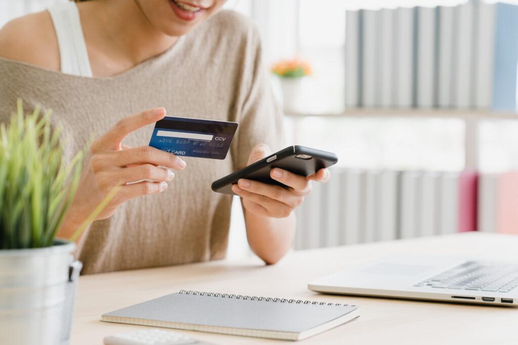 การถอนเงินเข้าบัตรเครดิต